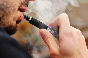 Risiko Kesehatan Rokok Elektrik, Asma hingga Kerusakan Otak