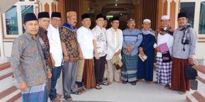 Ketua DPRD Sungai Penuh Serahkan Bantuan untuk Masjid Baitunnur 4 Desa Sungai Liuk