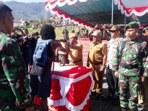 Upacara Penerimaan Warga, Mantan KSB Talengga Gire Resmi Kembali ke Pangkuan NKRI