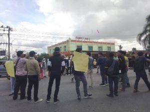 Puluhan Mahasiswa Tuntut Pembangunan Tabir Barat