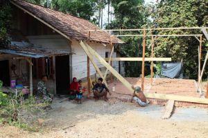 Dikunjungi Sertu Bambang, Juriani Sampaikan Rasa Bahagia Rumahnya Dibedah TNI