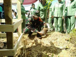 Usai Pembukaan TMMD, Dansatgas dan Bupati Syahirsah Tanam Durian dan Rambutan