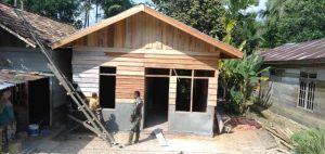 Rumah Ibu Juriani Sudah Terpasang Dinding dan Atap