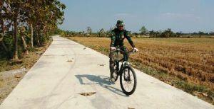 Nyamannya Jalan Yang Selesai Dibangun TNI