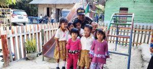 Sering Bermain Bersama, Serda Sitanggang Berhasil Luluhkan Anak-Anak PAUD Karya Mandiri