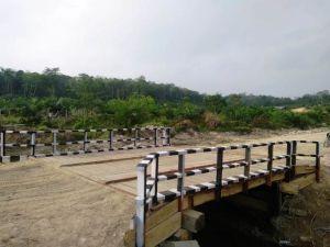 Satgas TMMD Selesaikan Pengecatan Kloneng Jembatan, Ini Penampakannya