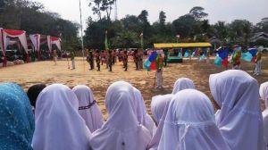 Penutupan TMMD Dimerahkan Drumband Murid SD Negeri 179 Ladang Peris