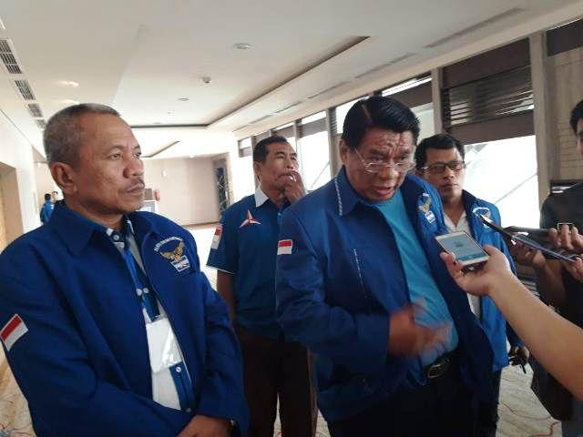 Syaihu saat mendampingi Burhanuddin Mahir, ketua DPD Demokrat Provinsi Jambi