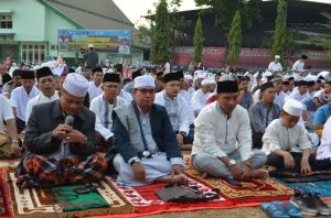 Ratusan Anggota TNI dan Masyarakat Shalat Idul Adha di Lapangan Makorem