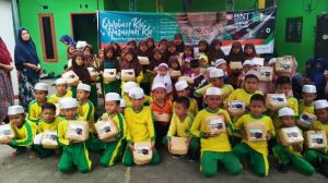 Dukung Go Green, Insan Madani Distribusi Daging Qurban Gunakan Keranjang Bambu