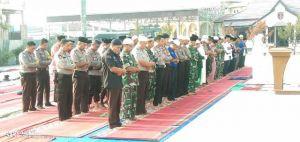 Kodim 0419/Tanjab dan Polres Tanjabar Bersama Masyarakat Gelar Shalat Istisqo