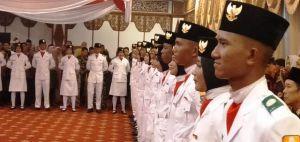 Menunggu Dikukuhkan, Dua Jam Calon Paskibra Provinsi Jambi Tegak Berbaris di Aula Rumdis Gubernur