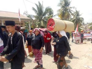 Pawai di Tabir, Pamer Budaya Makan Sugi dan Antar Gulung Kasuh