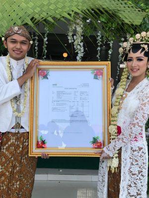 Kisah Unik, Pernikahan dengan Mas Kawin 2.300 Lembar Saham