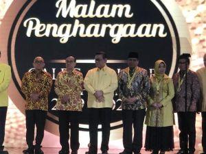 Raih Suara Terbanyak Kedua se-Indonesia di Partai Golkar, HBA Dianugrahi Medali Platinum