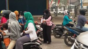 Wartawan Tanjabbar Turun ke Jalan Bagikan 6000 Masker ke Warga