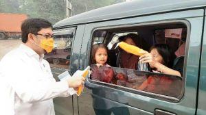 Ivan Wirata Bagi-bagi Masker di Kumpeh