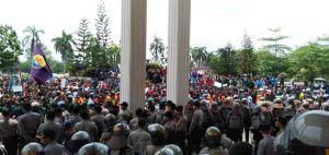 Demo di DPRD Provinsi Jambi Mulai Memanas, Mahasiswa: Kami Aksi Damai