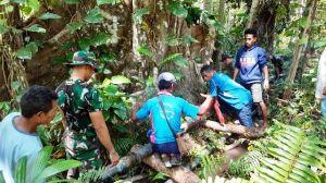 Warga Kesulitan Air, Pos Dafala Satgas Pamtas Yonif Raider 142/KJ Perbaiki Pipa Warga