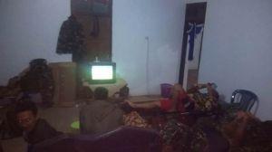 Nonton TV dan Ber HP Cara Satgas TMMD Mengusir Sepi dan Dingin