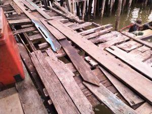 Terancam Ambruk, Kondisi Jalan Pemukiman Di Mendahara Mengkhawatirkan