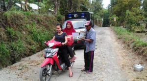 Separo Jalan Lebih, Ibu-Ibu Masih Setia Sediakan Logistik