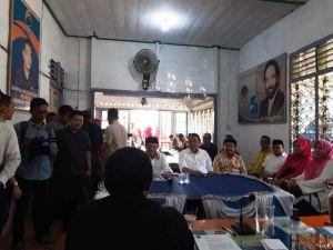 Ditemani Istri dan Pengurus Golkar, CE Kembalikan Formulir Cagub di Partai Nasdem