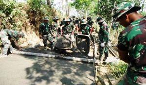 Terus Dikeroyok Pengecoran Jalan di Desa Sangup