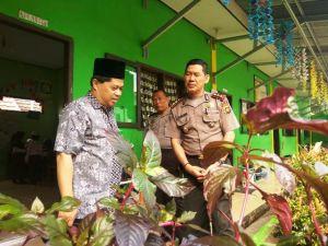 Binmas Polda Jambi Berikan Penyuluhan Bahaya Kecanduan Smartphone di SD Insan Madani