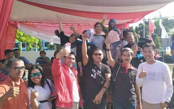 Dari kiri ke kanan, Edi Purwanto (Jaket Merah), Cecep Suryana, Indra Armendaris bersama atlet FPTI Jambi