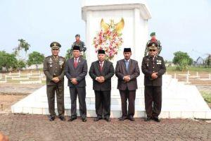 Safrial Pimpin Langsung Upacara Parade Peringatan Hari Pahlawan