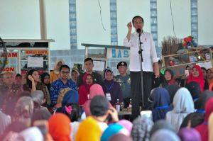 Tinjau Program Mekaar, Presiden Jokowi Ajak 2 Staf Khusus Presiden Milenial
