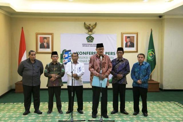 Janedjri M. Gafar memperkenalkan anggota Pansel BAZNAS Periode 2020-2025, di Kantor Kemenag, Jakarta, Selasa (3/12). (Foto: Humas Kemenag)