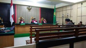 Asiang Menunggu Vonis Hakim