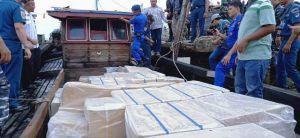 Tim Gabungan TNI AL Gagalkan Penyelundupan Rokok Ilegal Bernilai Miliaran Rupiah, Pelaku Kabur