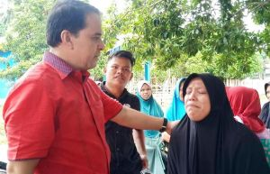 Isak Tangis Guru Honorer, RI Janji Jika Terpilih Perjuangkan Masuk PNS dan Tenaga Honorer Gratis