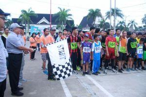Safrial lepas Ratusan Peserta Lomba Lari 10 Km
