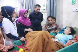 Rahima Berikan Bingkisan Pada Pasien dan Pegawai RSUD Raden Mattaher Malam Pergantian Tahun