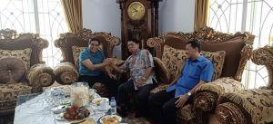Silaturrahmi Politik, Ketua Demokrat Jambi Cik Bur Sambangi HBA di Kediamannya