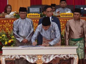 Ketua DPRD Edi Purwanto Tandatangani Komitmen Percepatan Pembangunan Ujung Jabung