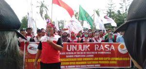 Demo Depan Gedung DPRD, KSBSI Sebut Jambi Tuntas Gagal