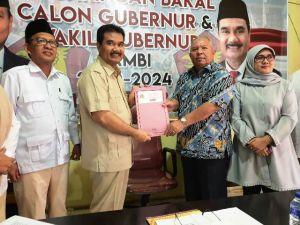 Mendaftar Didampingi Sang Istri, Safrial Siap Gaet Gerindra Di Pilgub 2020
