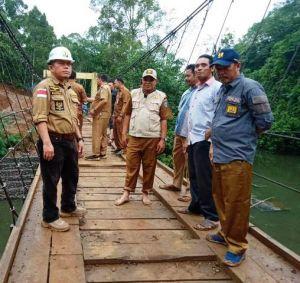 Tinjau Proyek Jembatan Gantung di Siau, H Al Haris Terus Buka Desa Terisolir