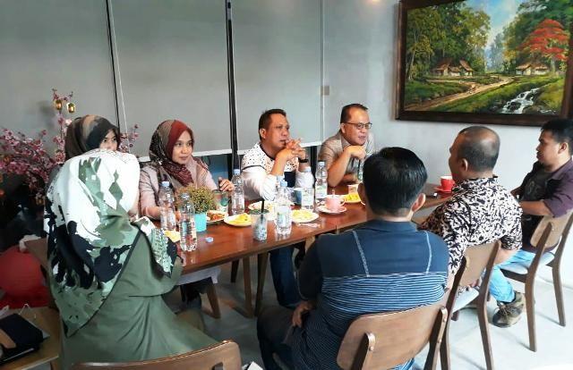 Nurachmat Herlambang (berkacamata).