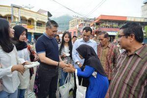 Blusukan Pasar, Emak-emak Histeris Sambut Fasha