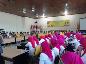 Diantar Ratusan Relawan, CE Resmi Daftar di Golkar