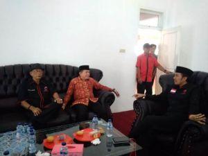 Datangi PDIP, Alharis Pakai Batik Merah Ikuti Uji Kelayakan PDIP