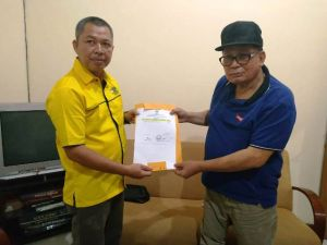 Kemas Faruq Ambil Formulir Pendaftaran Janjikan Kijang Innova Untuk Operasional DPD II Golkar