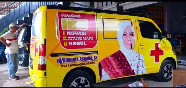 Mobil ambulance sumbangan relawan untuk masyarakat umum