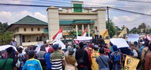 Aksi Unjuk Rasa Warga Minta 19 Petani Sungai Jerat Bahar Selatan Dibebaskan